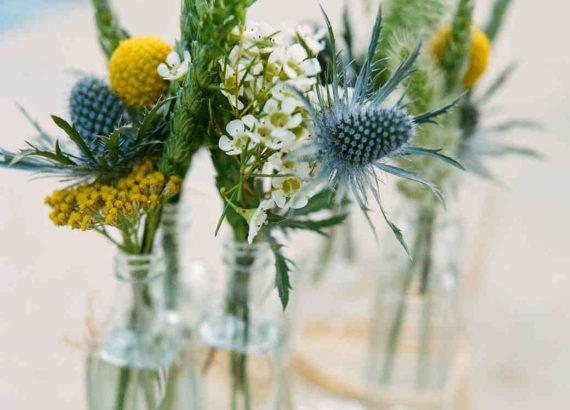 μικρά βάζα με λουλουδια