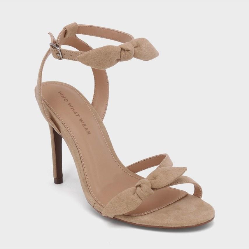 014fdb8f4e8 Ουδέτερα παπούτσια για την κουμπάρα που ταιριάζουν με κάθε φόρεμα ...