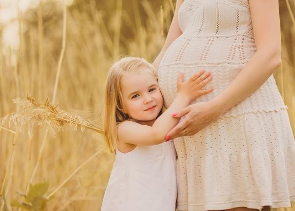 Πως να ανακοινώσετε στο πρωτότοκο παιδί σας ότι είστε έγκυος