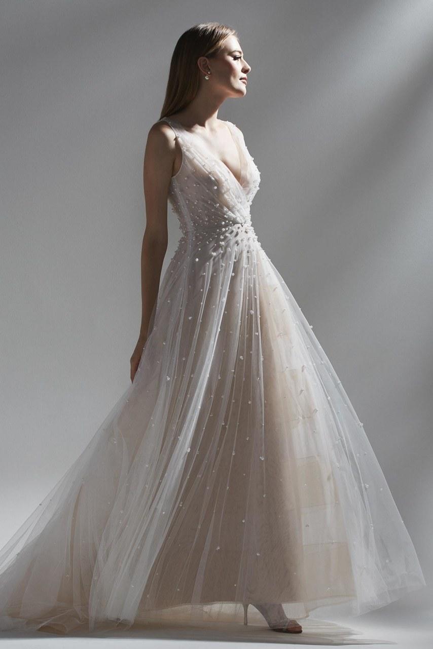 Πέρλες κατά μήκος του φορέματος