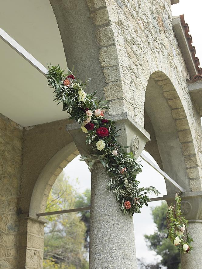 στολισμός γάμου στην είσοδο της εκκλησιά σας