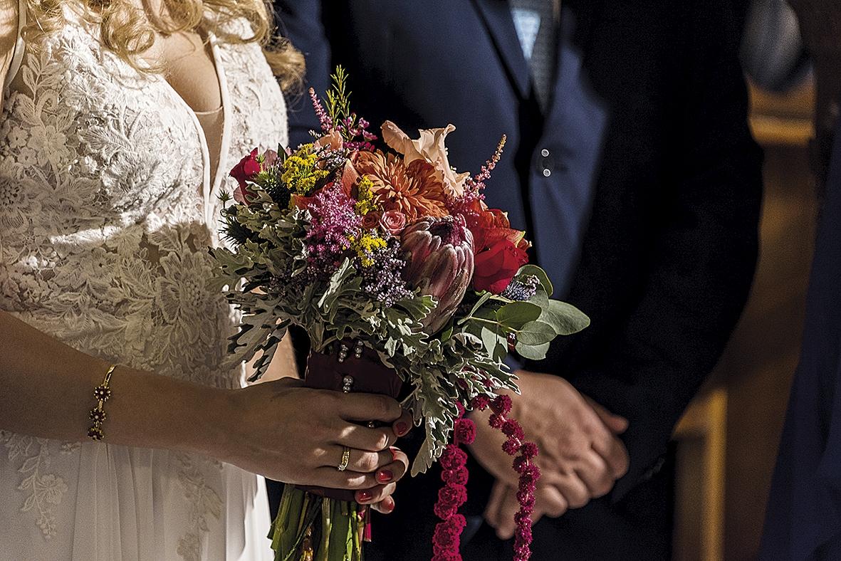 μπουκέτο της νύφης  με Ζέρμπερες, γλαδιόλες, αμαρυλλίδες, πρωτέας, αστρομέρια και αμάρανθοι