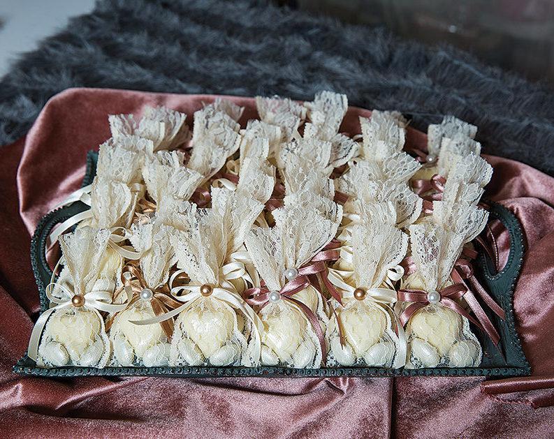 γαμήλια τούρτα γλυκά γάμου καρδούλα με λευκή σοκολάτα