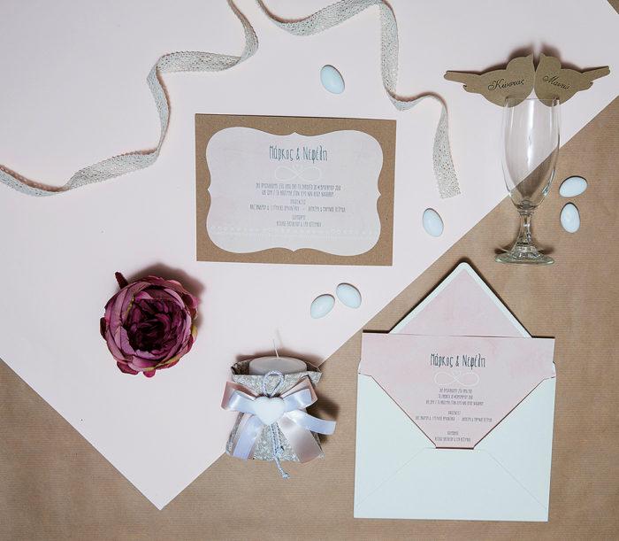 προσκλητήριο γάμου με kraft χαρτί δίνουν ένα vintage στυλ