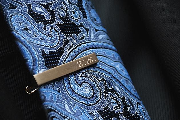 οι λεπτομέρειες  στην γραβάτα