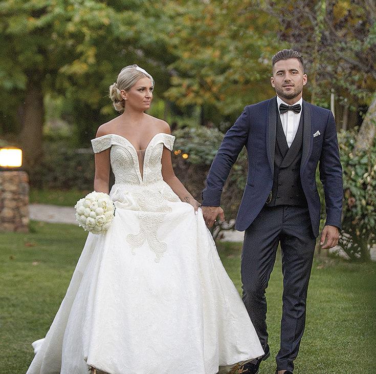 το  ζευγάρι στην δεξίωση -κομψό γάμο