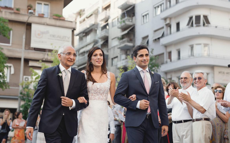 η παράδοση της νύφης από τον πατέρα της