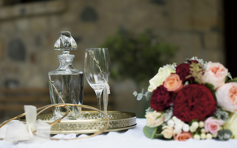 είδη γάμου και ανθοδέσμη
