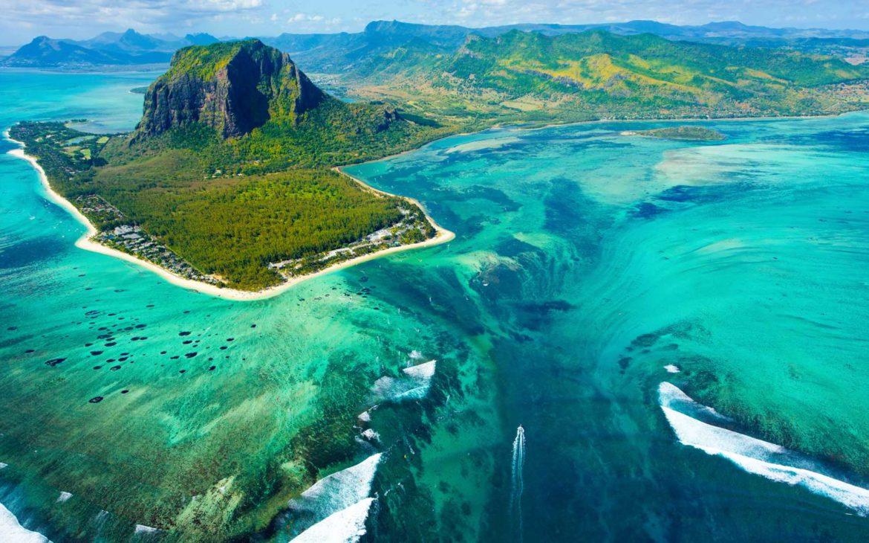 γαλαζοπράσινες παραλίες, καταρράκτες και λίμνες