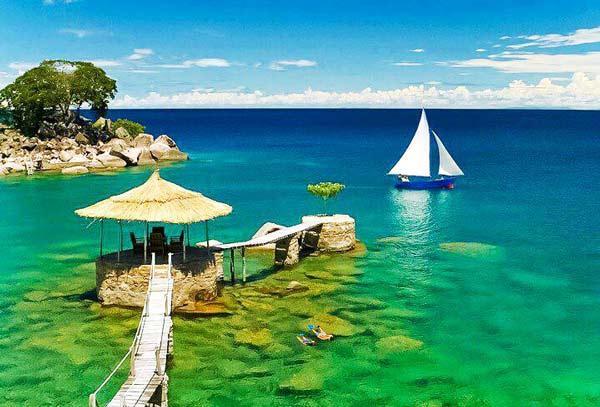 Τα κρυστάλλινα νερά της Λίμνης Μαλάουι
