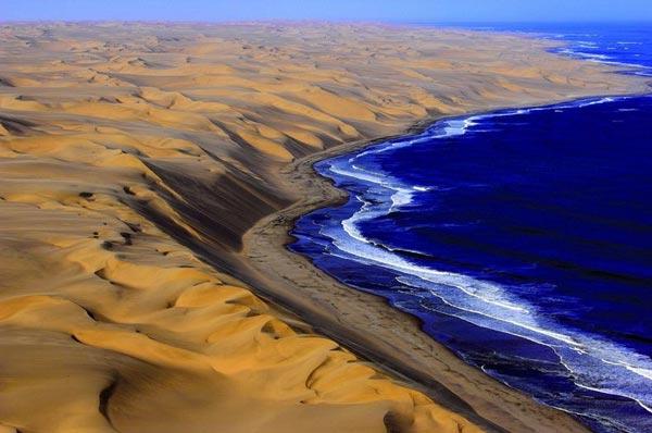 η απέραντη έρημος στην  Ναμίμπια