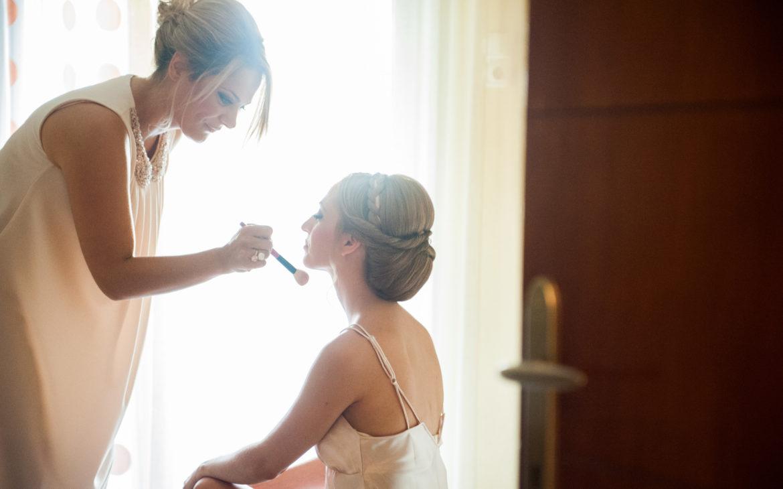 Η προετοιμασία της νύφης και το υπέροχο νυφικό μακιγιάζ